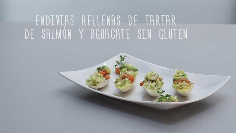Endivias rellenas de tartar de salmón y aguacate sin gluten