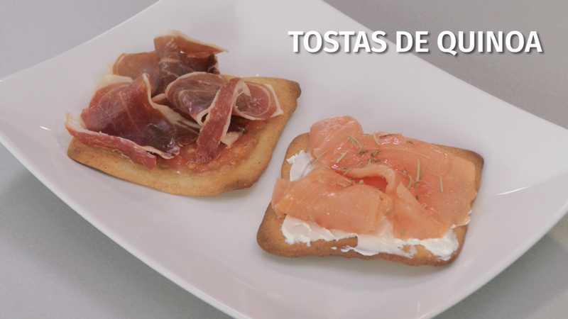 Tostas de quinoa con jamón ibérico y salmón