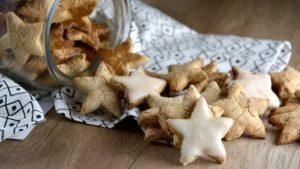 Foto estrellitas dulces con almendras y avellanas sin gluten